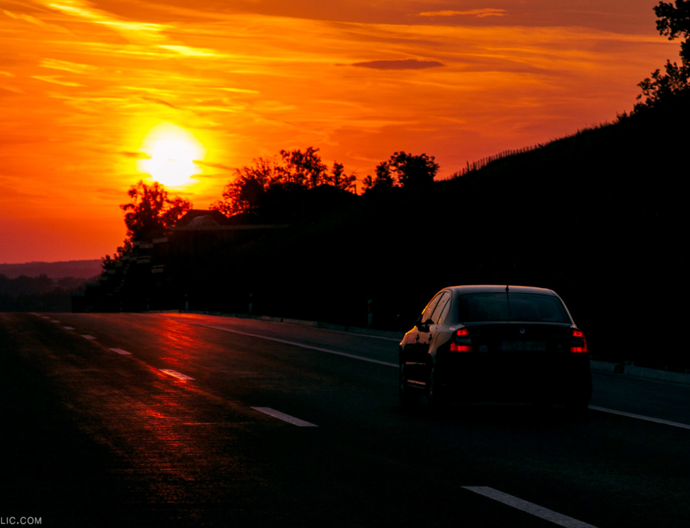 SUNDOWN ON A ROAD / TRAVEL & COMMERCIAL PHOTOGRAPHY
