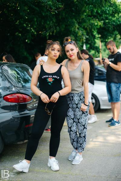 ANDJELA I NADJA - OLA OLE - NOVA PESMA - FOTO: LEON BIJELIC / Zaga i Nađa