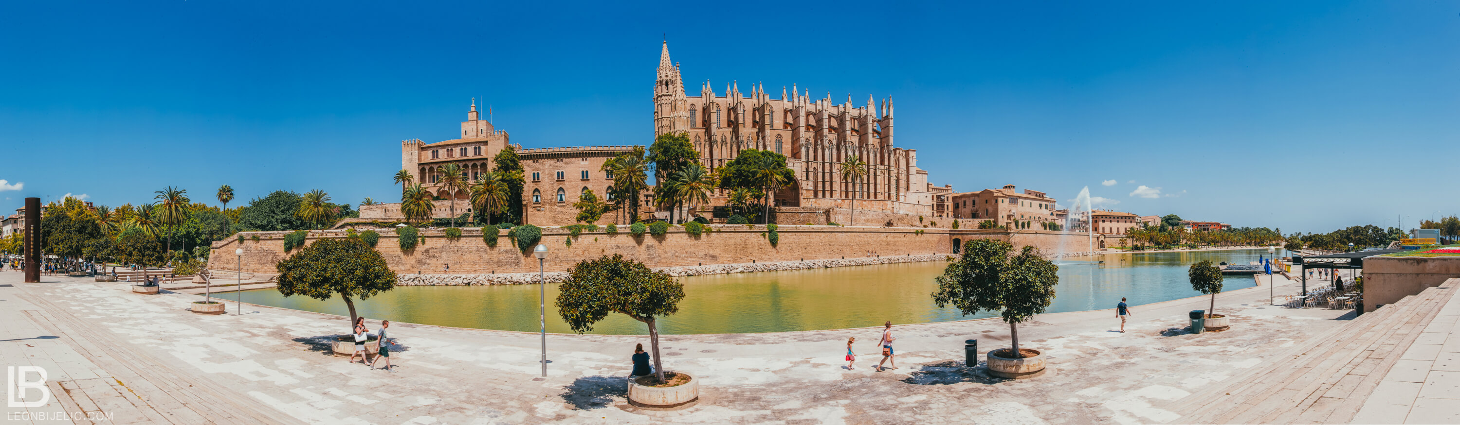 SPAIN: MALLORCA ISLAND / PALMA / PORTO CRISTO / CAVES DEL DRACH / PHOTOS / PHOTOGRAPHS / WALLPAPER / LEON BIJELIC / PHOTOGRAPHY / PHOTOGRAPHER / VOCATION / HOTEL / The Cathedral of Santa Maria of Palma / ARCHITECTURE