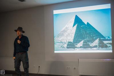 BOSANSKE PIRAMIDE I TUNEL RAVNE 2 - VISOKO - FOTOGRAF LEON BIJELIC - FOTOGRAFIJE - BOSNA I HERCEGOVINA - Tunnel Ravne 2 - Valley of Pyramids - Photos and photographs - Musem - Artefacts - Dr Semir Sam Osmanagich