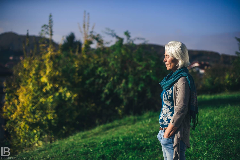 BOSANSKE PIRAMIDE I TUNEL RAVNE 2 - VISOKO - FOTOGRAF LEON BIJELIC - FOTOGRAFIJE - BOSNA I HERCEGOVINA - Tunnel Ravne 2 - Valley of Pyramids - Photos and photographs - Meditation day and lady