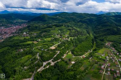BOSANSKE PIRAMIDE I ARHEOLOŠKI PARK TUNEL RAVNE 2 - VISOKO - FOTOGRAF LEON BIJELIC - FOTOGRAFIJE - BOSNA I HERCEGOVINA - Drone photos - aerial photographs