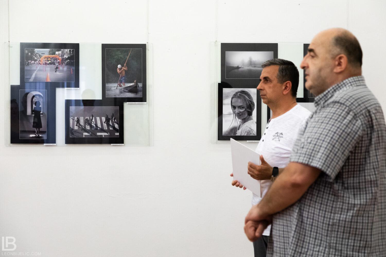 23. KLUPSKA IZLOŽBA FOTOGRAFIJA - BANSKI DVOR - DRAGAN PROLE - MILORAD KASCELANI - LEON BIJELIC - IZLOZBA - BANJA LUKA - FOTOGRAF FOTOGRAFIJE - FOTO - UMJETNOST UMJETNIČKA