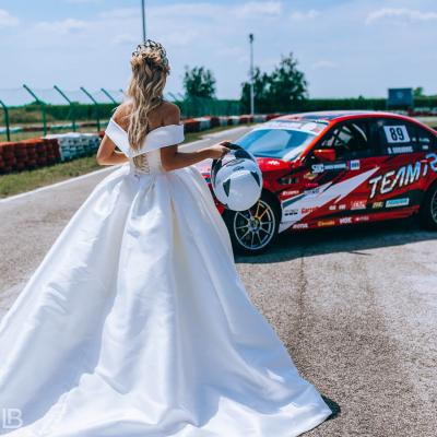 WEDDING BELGRADE - TIJANA I MARKO - LEON BIJELIC PHOTOGRAPHY PHOTOGRAPHER - SERBIA - SRBIJA - BEOGRAD - AUTOKOMERC KARTING CENTAR - CARS - FAST SPORT CAR BMW